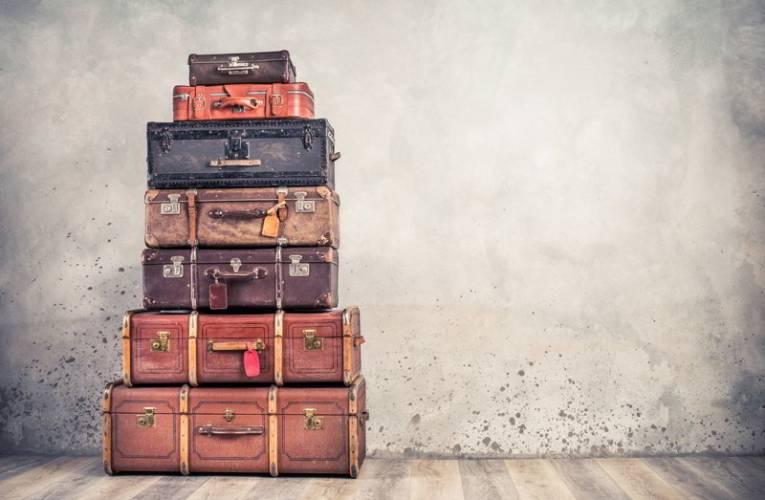 Ile kosztuje wysłanie walizki kurierem? Cena może mile zaskoczyć